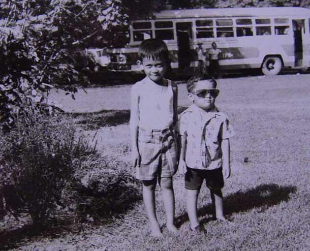 พี่ชาย และ นุ บางบ่อ ในวัยเด็ก ณ น้ำกวังตะไคร้ จ.นครนายก