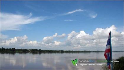 บริเวณสะดือแม่น้ำโขง หน้าวัดอาฮงศิลาวาส
