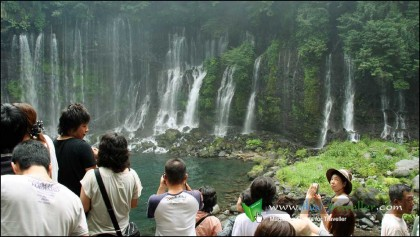 น้ำตกชิไรตะ หรือที่ชาวไทยเรียกว่า น้ำตกเส้นด้าย