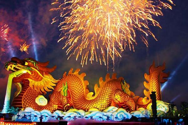 ตรุษจีนสุพรรณบุรี 2558 มหัศจรรย์ 7 ปี มังกรสวรรค์