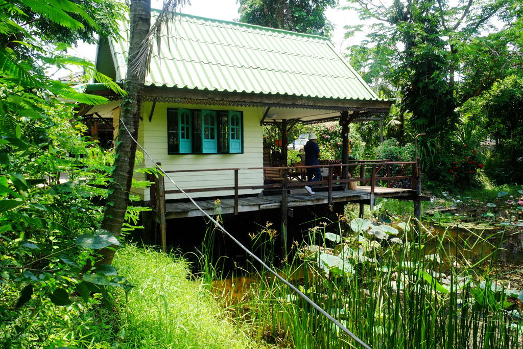 บ้านพักหลังเล็กริมบึงบัว (หลังนี้น่ารัก หลายคนหลงรัก) | โฮมสเตย์ศิลา จ.ขอนแก่น
