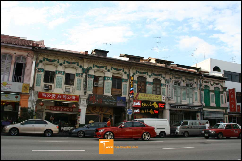 อาคารเก่าโบราณ บ่งบอกถึงสถาปัตยกรรมการผสมผสานระหว่าง จีน และมลายู
