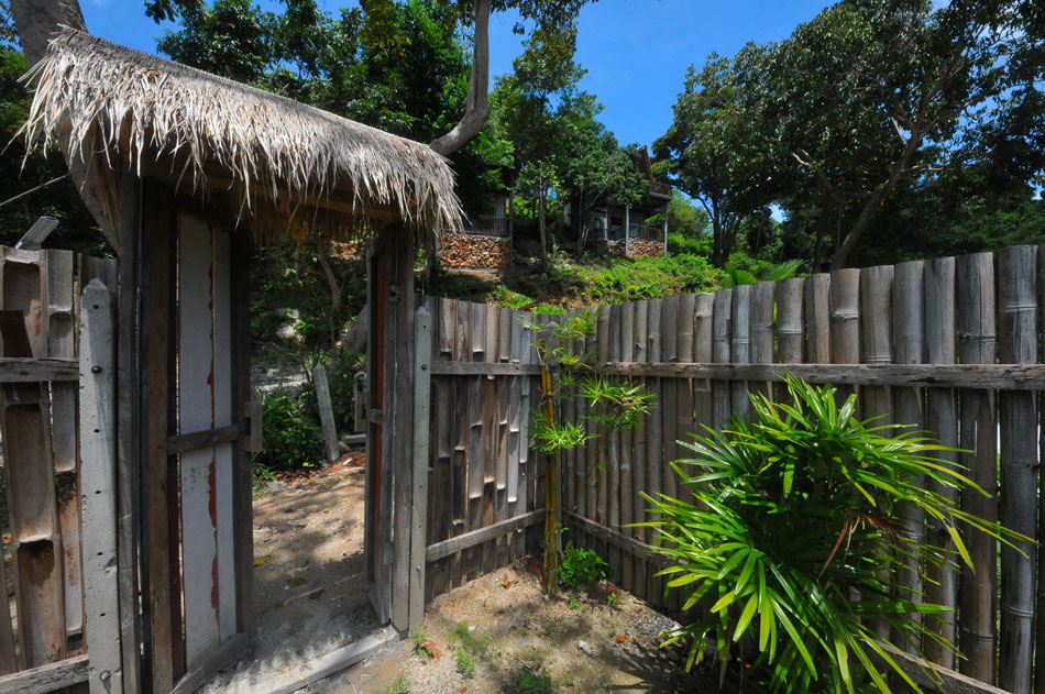 บ้านปากคลองใช้ไม้ไผ่เป็นรั้ว สร้างความกลมกลืนกับธรรมชาติ  | Tan Marina Bay