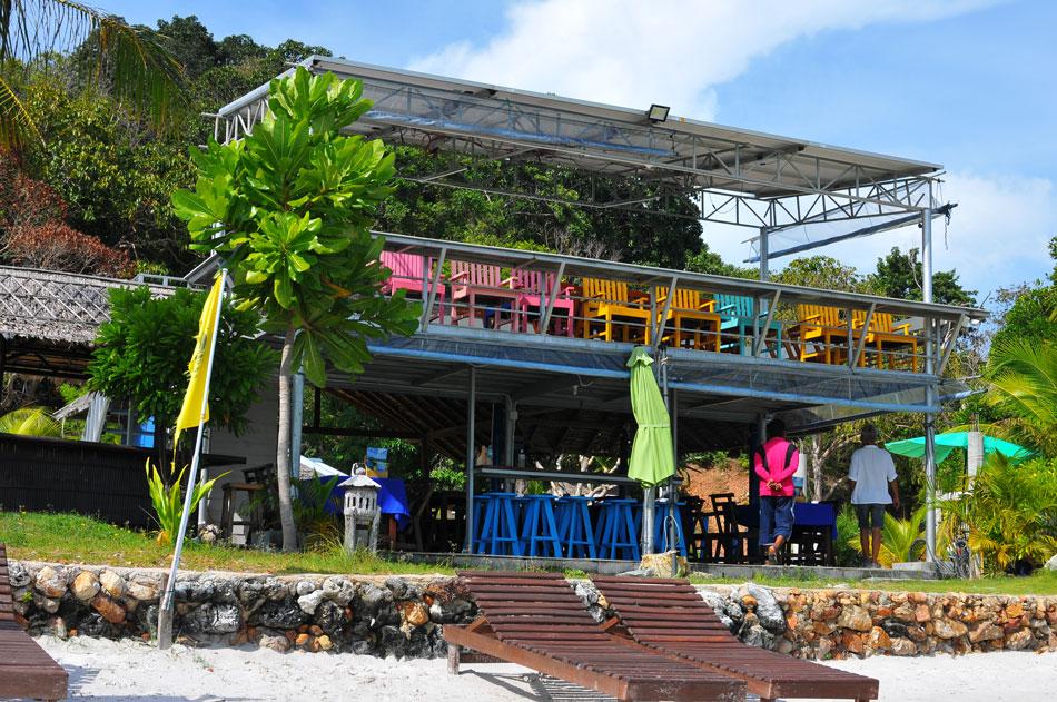 อาหาร 2 ชั้น เปิดโล่งสี่ด้าน ปล่อยให้ลมทะเลผัดผ่าน  | Tan Marina Bay